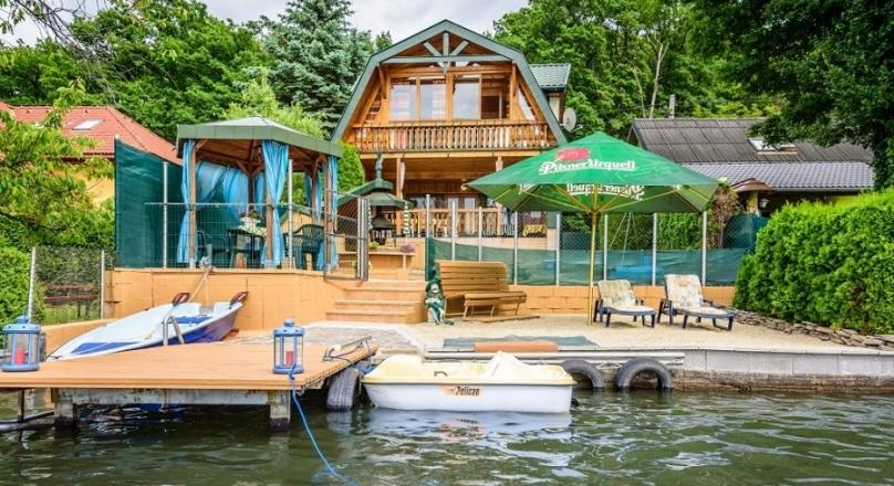 chata pri Vinianskom jazere